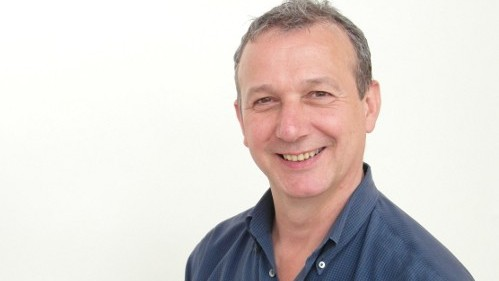 Im Tantraworkshop unterstützt Michael Rauch als Model und begleitet die Paare zudem als Seminarassistent.
