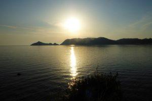 Tantra lernen auf Korfu: Unterstützt wird diese intensive Zeit durch regelmäßige Meditationsangebote beispielsweise im Sonnenunter- oder Sonnenaufgang.